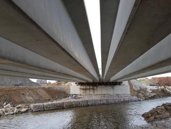 Prowadzenie budowy mostu w Kałkowie