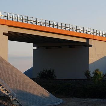 Nadzór nad budową wiaduktu w ciągu obwodnicy Grotkowa